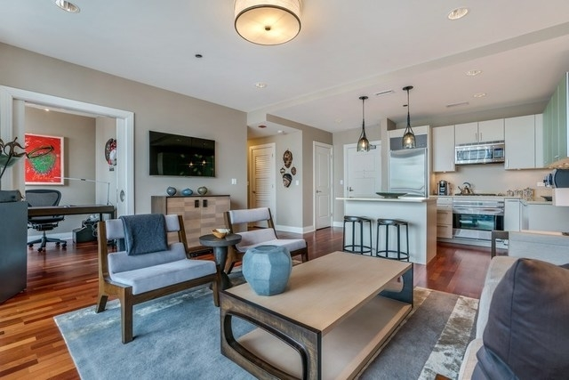 1 Bedroom, Gold Coast Rental in Chicago, IL for $4,500 - Photo 2