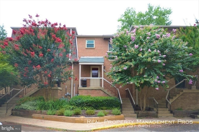 3 Bedrooms, Terrace Townhouses of Beverly Hills Condominiums Rental in Washington, DC for $2,500 - Photo 2