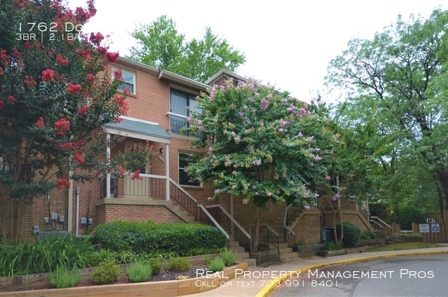 3 Bedrooms, Terrace Townhouses of Beverly Hills Condominiums Rental in Washington, DC for $2,500 - Photo 1