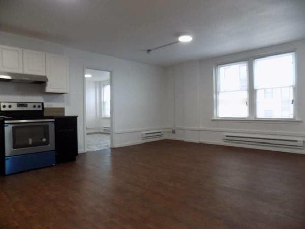 1 Bedroom, South Shore Rental in Chicago, IL for $900 - Photo 2
