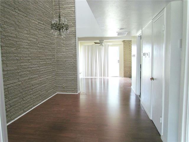 2 Bedrooms, Vickery Meadows Rental in Dallas for $1,250 - Photo 2