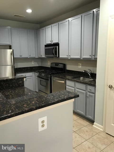 2 Bedrooms, Merrifield Rental in Washington, DC for $2,300 - Photo 2