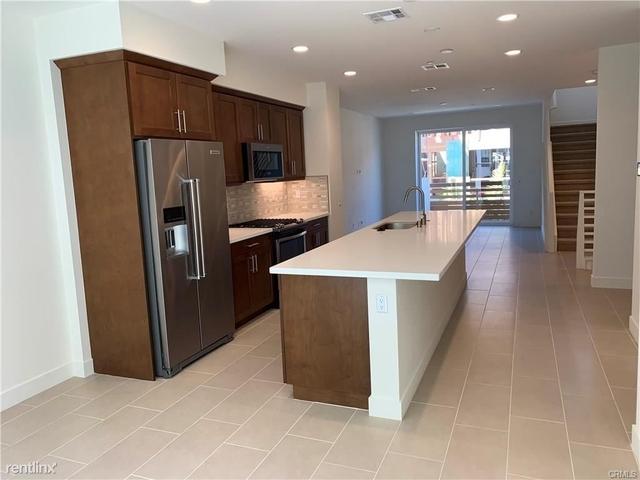 2 Bedrooms, Westside Costa Mesa Rental in Los Angeles, CA for $4,090 - Photo 2