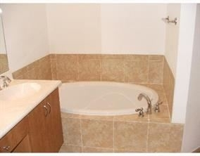 2 Bedrooms, Sawgrass Lakes Rental in Miami, FL for $1,920 - Photo 2