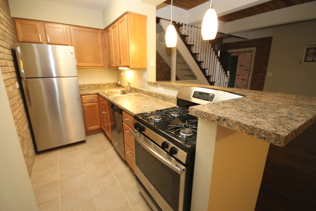 3 Bedrooms, Wrightwood Rental in Chicago, IL for $2,875 - Photo 2