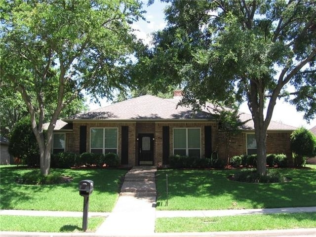 3 Bedrooms, Greens Rental in Dallas for $1,800 - Photo 2