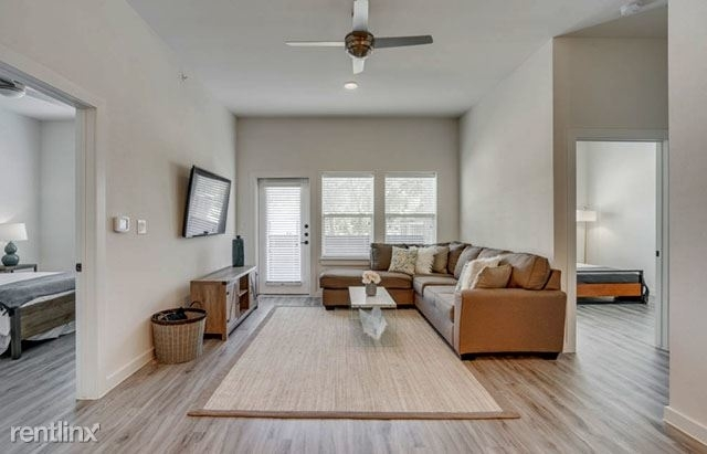 2 Bedrooms, Linwood Rental in Dallas for $2,060 - Photo 2