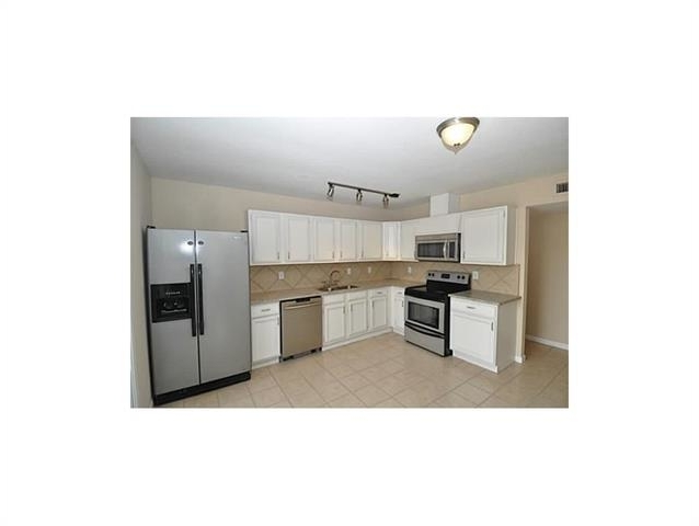 3 Bedrooms, The Colony Rental in Dallas for $1,595 - Photo 2
