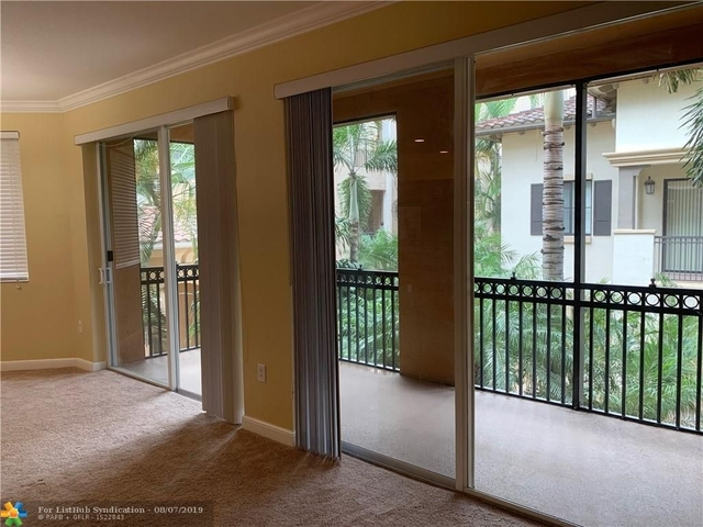 3 Bedrooms, Sawgrass Lakes Rental in Miami, FL for $2,350 - Photo 2