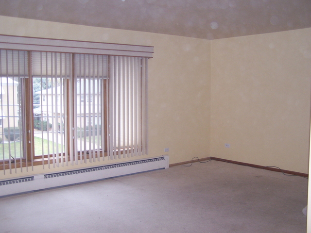 3 Bedrooms, Park Ridge Rental in Chicago, IL for $1,799 - Photo 2