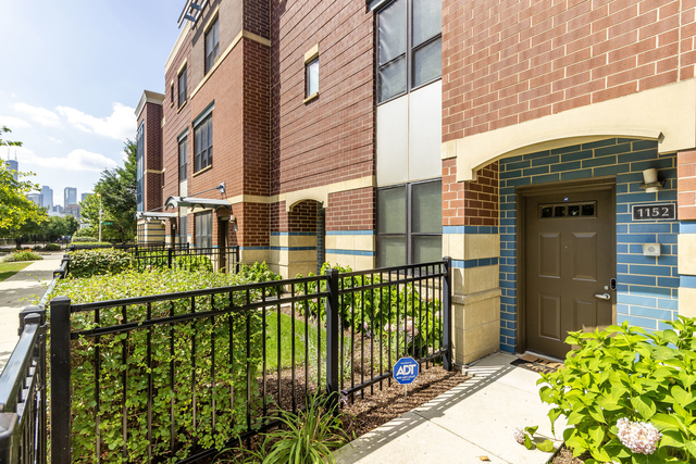 3 Bedrooms, Cabrini-Green Rental in Chicago, IL for $4,000 - Photo 1