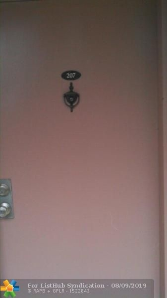 2 Bedrooms, Forest Hills Rental in Miami, FL for $1,500 - Photo 2