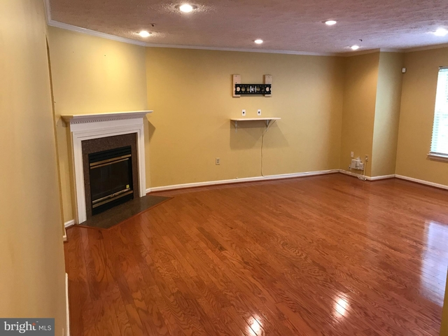 3 Bedrooms, St. Charles Rental in Washington, DC for $2,100 - Photo 2