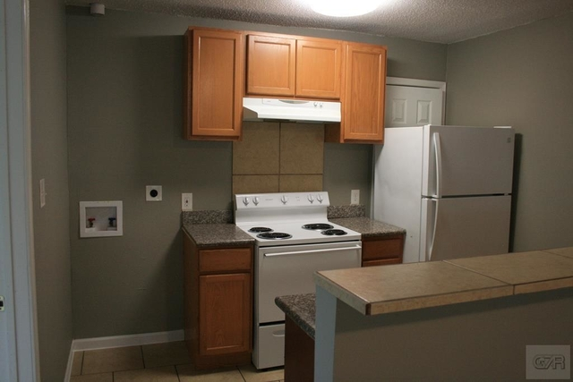 2 Bedrooms, Downtown Galveston Rental in Houston for $895 - Photo 2
