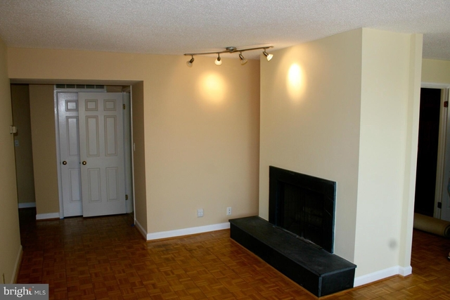 2 Bedrooms, East Village Rental in Washington, DC for $3,900 - Photo 2