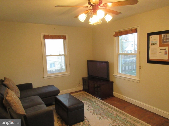 3 Bedrooms, Bluemont Rental in Washington, DC for $2,475 - Photo 1