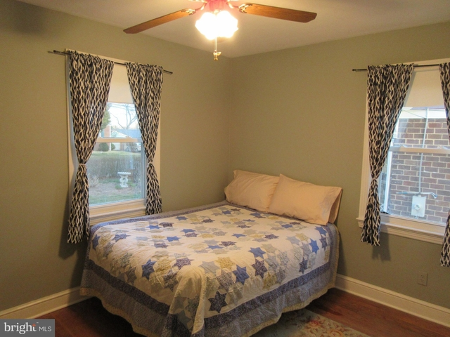 3 Bedrooms, Bluemont Rental in Washington, DC for $2,475 - Photo 2