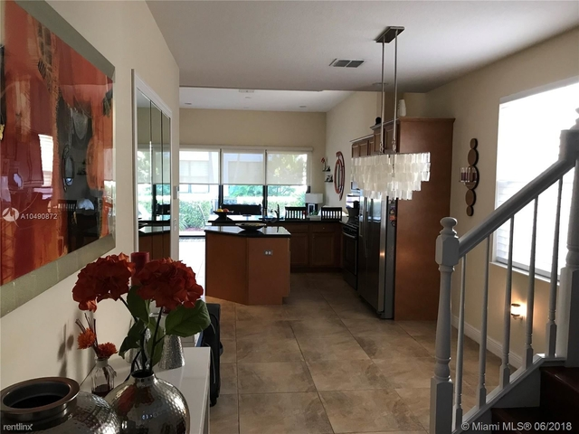 3 Bedrooms, Sawgrass Lakes Rental in Miami, FL for $2,650 - Photo 1