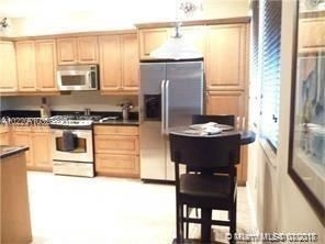 3 Bedrooms, Sawgrass Lakes Rental in Miami, FL for $2,600 - Photo 2