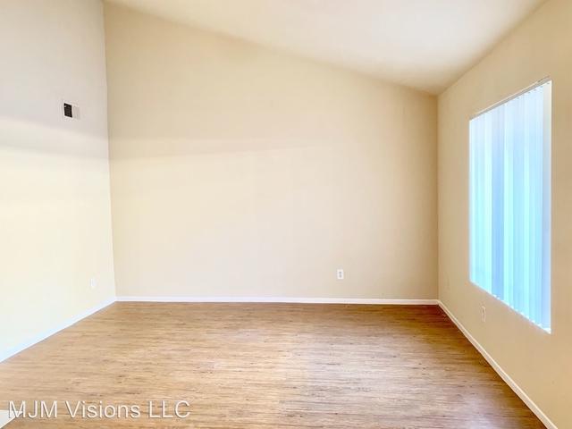 2 Bedrooms, Van Nuys Rental in Los Angeles, CA for $1,950 - Photo 1