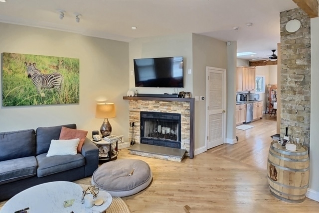 2 Bedrooms, Roscoe Village Rental in Chicago, IL for $2,900 - Photo 2