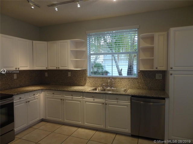 3 Bedrooms, Hollywood Lakes Rental in Miami, FL for $2,450 - Photo 1