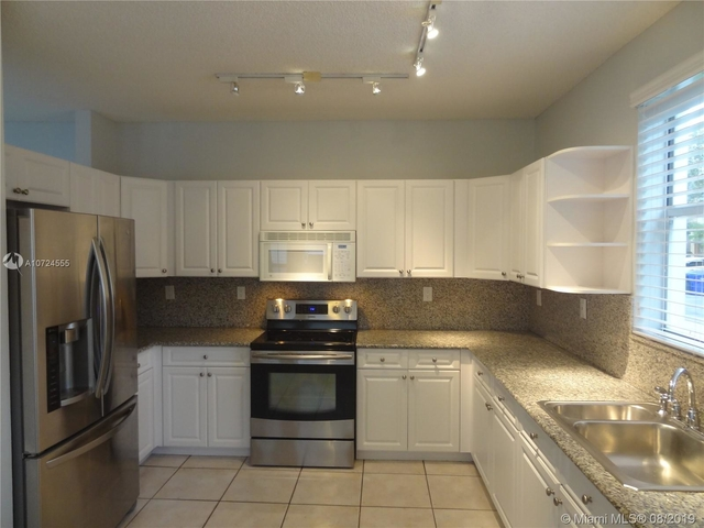 3 Bedrooms, Hollywood Lakes Rental in Miami, FL for $2,450 - Photo 2