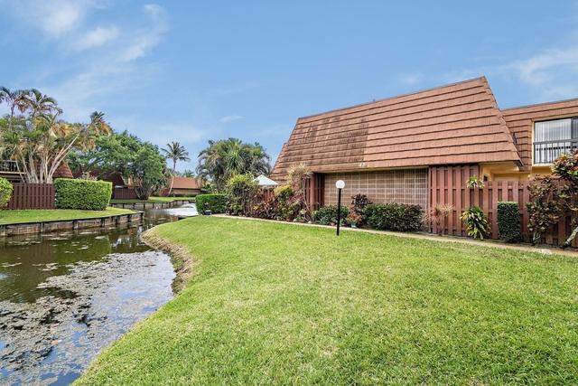 2 Bedrooms, Jupiter Plantation Rental in Miami, FL for $2,100 - Photo 2