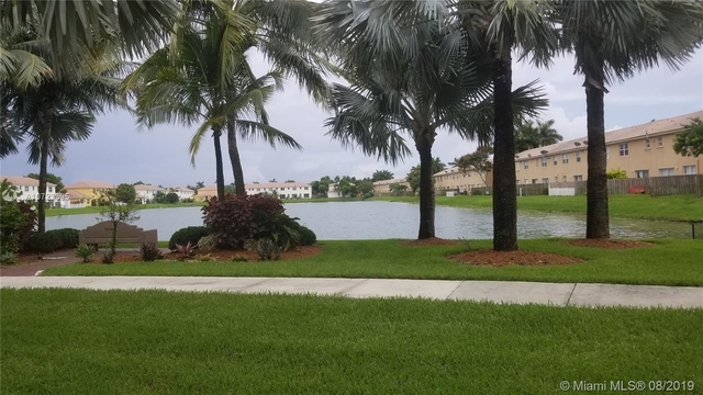3 Bedrooms, Floridian Isles South Rental in Miami, FL for $1,750 - Photo 2