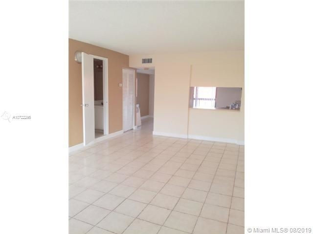 2 Bedrooms, Hialeah Rental in Miami, FL for $1,400 - Photo 2