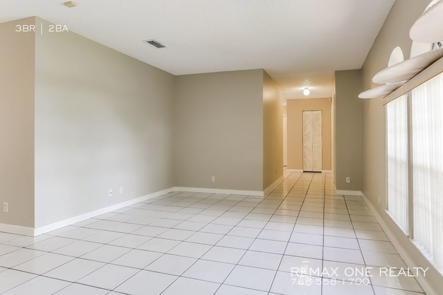 3 Bedrooms, Sugar Pond Manor of Wellington Rental in Miami, FL for $1,970 - Photo 2