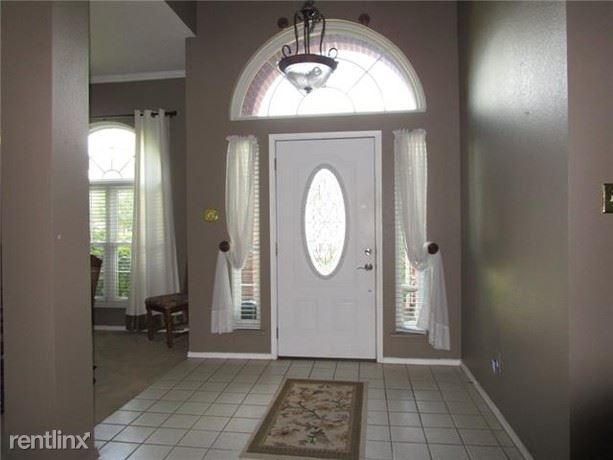 3 Bedrooms, Highland Meadows Rental in Dallas for $1,960 - Photo 2