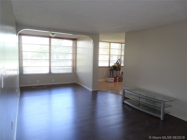 2 Bedrooms, Pine Island Ridge Rental in Miami, FL for $1,450 - Photo 2