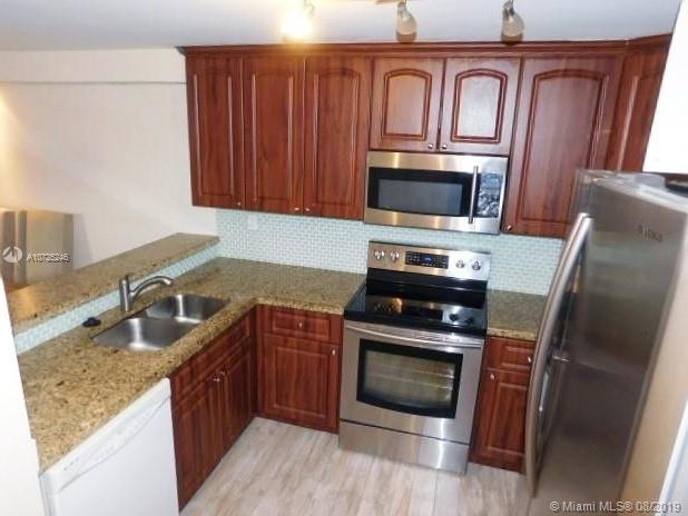 2 Bedrooms, Downtown Miami Rental in Miami, FL for $1,800 - Photo 2