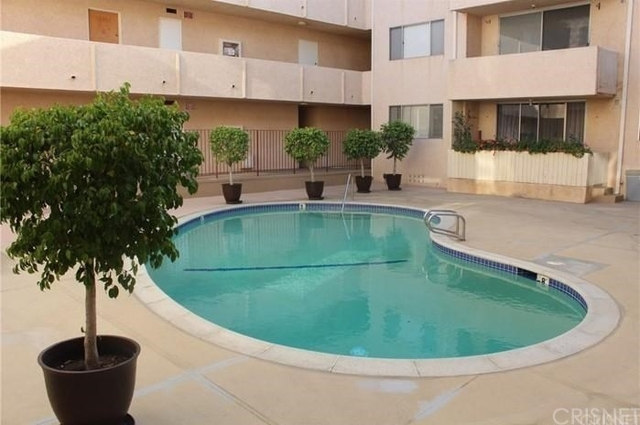 2 Bedrooms, Encino Rental in Los Angeles, CA for $2,300 - Photo 2