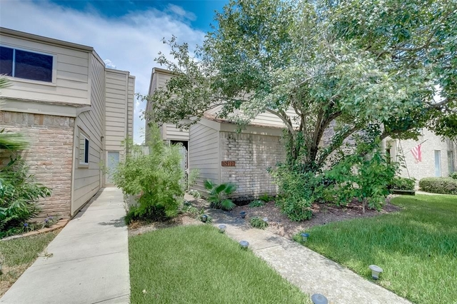 3 Bedrooms, Lakeside Estate Townhome Rental in Houston for $1,500 - Photo 1