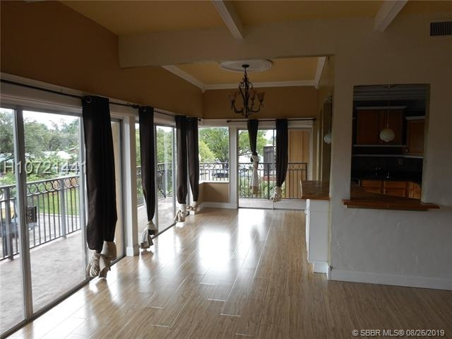 2 Bedrooms, Emerald Isles Rental in Miami, FL for $1,495 - Photo 2