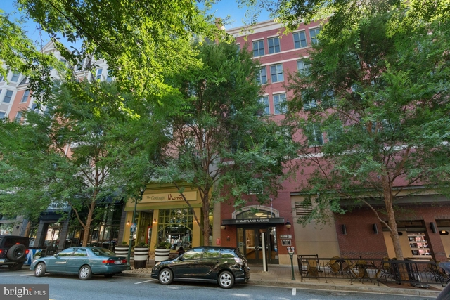 2 Bedrooms, Town Square Rental in Washington, DC for $2,500 - Photo 1
