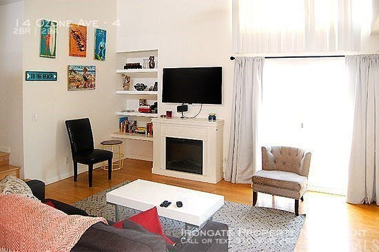 2 Bedrooms, Venice Beach Rental in Los Angeles, CA for $5,650 - Photo 2