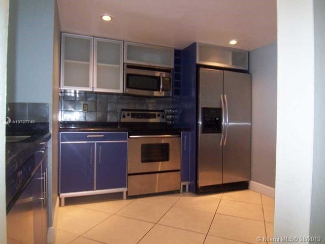 1 Bedroom, Plaza Venetia Rental in Miami, FL for $1,800 - Photo 2