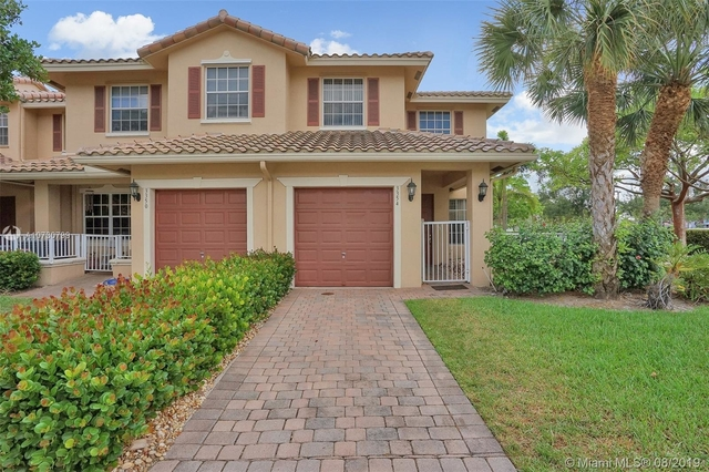 3 Bedrooms, Rolling Hills Golf & Tennis Club Rental in Miami, FL for $2,200 - Photo 1