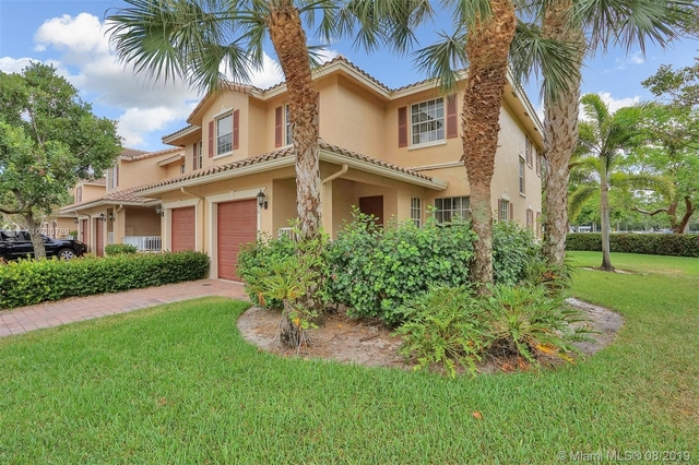 3 Bedrooms, Rolling Hills Golf & Tennis Club Rental in Miami, FL for $2,200 - Photo 2
