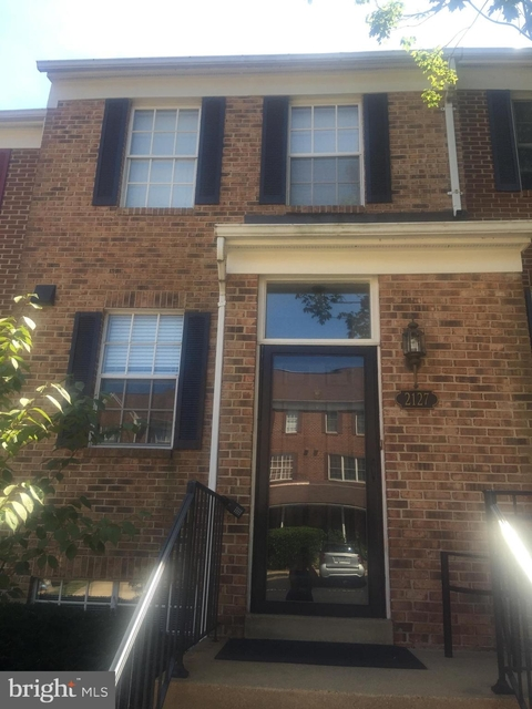 3 Bedrooms, Idylwood Rental in Washington, DC for $2,750 - Photo 2