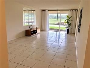 2 Bedrooms, Rolling Hills Golf & Tennis Club Rental in Miami, FL for $1,550 - Photo 2