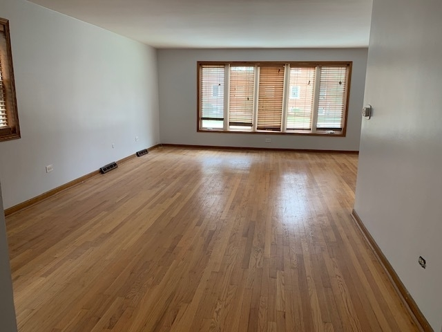 3 Bedrooms, Park Ridge Rental in Chicago, IL for $1,695 - Photo 2