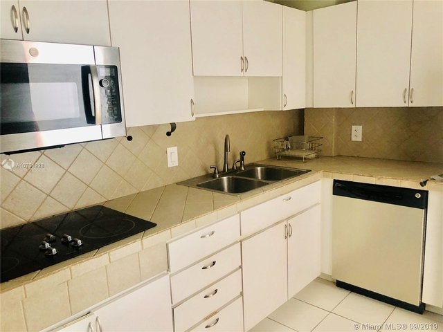 2 Bedrooms, Belle View Rental in Miami, FL for $2,325 - Photo 2