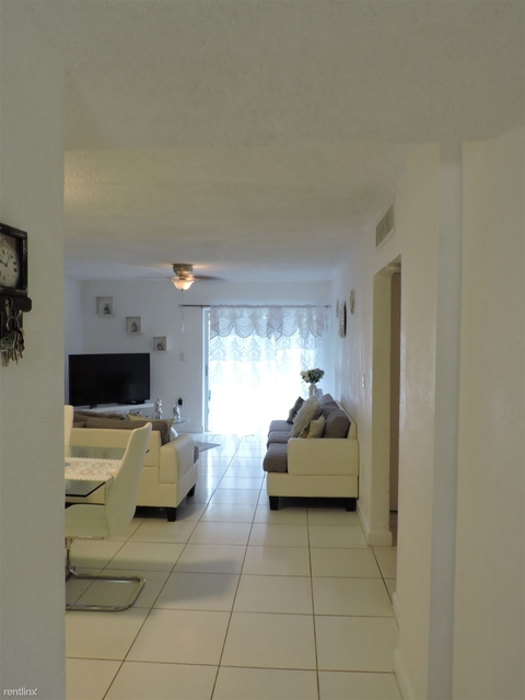2 Bedrooms, Palm Gardens Rental in Miami, FL for $1,450 - Photo 2