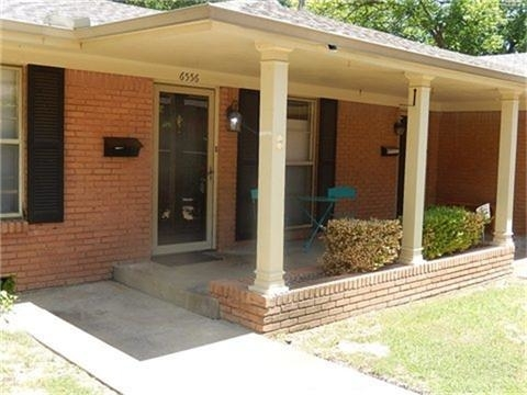 2 Bedrooms, Hillside Rental in Dallas for $1,595 - Photo 2