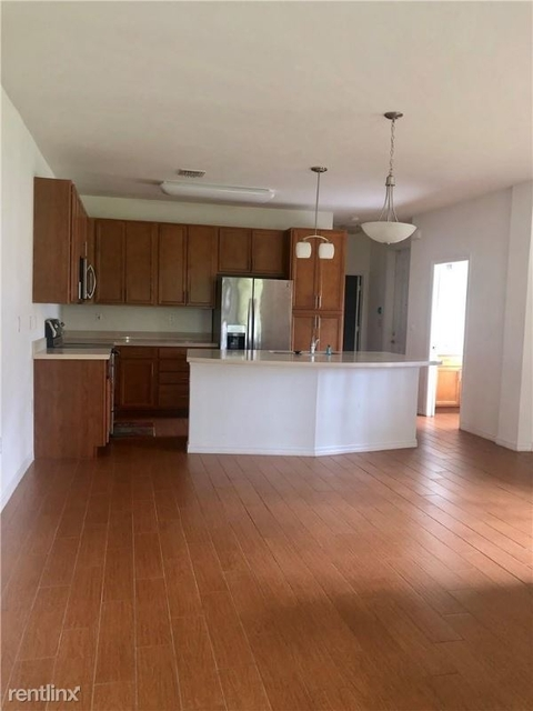 4 Bedrooms, Emerald Isles Rental in Miami, FL for $2,750 - Photo 2