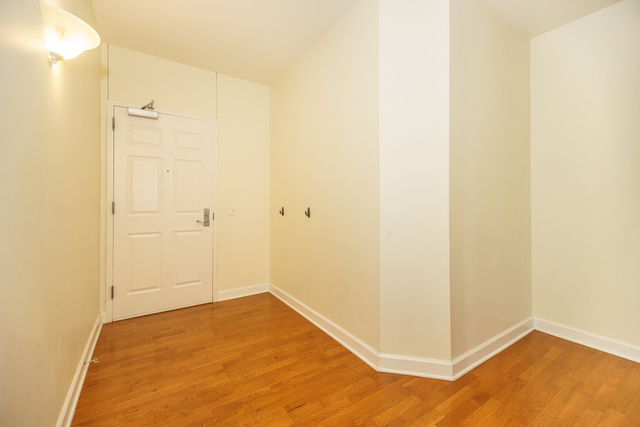 2 Bedrooms, Prairie District Rental in Chicago, IL for $2,800 - Photo 2